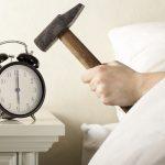Czy warto używać drzemki w budziku?